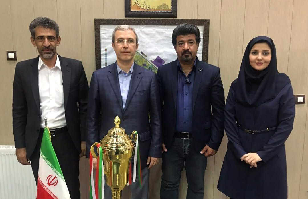 اهدا کاپ قهرمانی لیگ برتر بانوان کشور توسط رئیس فدراسیون در شهربابک