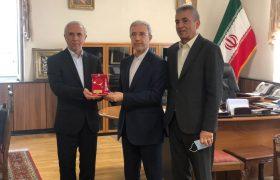 دیدار رئیس فدراسیون تنیس روی میز جمهوری اسلامی ایران با سفیر ایران در ارمنستان